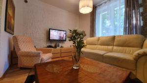 A seating area at Apartament Króla Jana