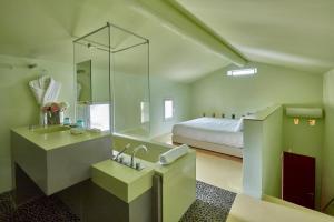 Salle de bains dans l'établissement Les Andéols