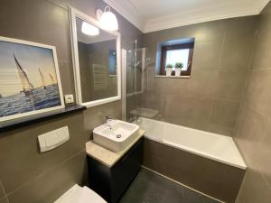 A bathroom at Apartamenty Martini