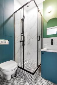 A bathroom at Gdańsk Grunwaldzka stylowa kawalerka (zielona)
