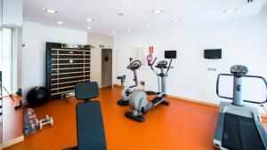 The fitness centre and/or fitness facilities at Vincci Selección Posada del Patio
