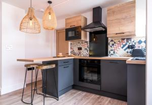 A kitchen or kitchenette at The Railway View