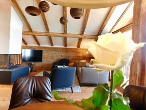 Ein Sitzbereich in der Unterkunft Das Achental Resort