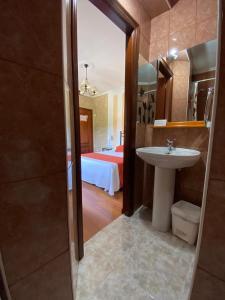 A bathroom at Hospedaje Oreña