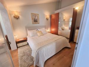 Кровать или кровати в номере Apartments Ragusa