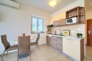 Kuchyňa alebo kuchynka v ubytovaní Apartments Ivica Krk Island