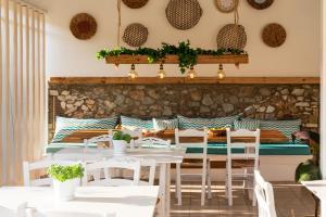 En restaurant eller et spisested på Almira Hotel