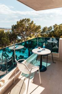 A balcony or terrace at City Beach Apartments