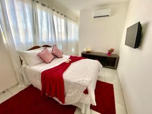 A bed or beds in a room at Pousada Flor de Ponta Negra