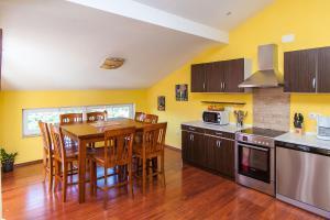 A kitchen or kitchenette at Apartments Villa Americana