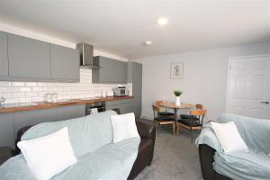 A seating area at Albion Street Serviced Apartments