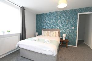 A bed or beds in a room at Albion Street Serviced Apartments