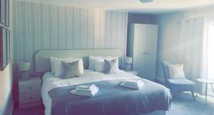 A bed or beds in a room at The Hand Hotel