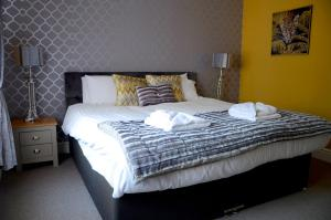 A bed or beds in a room at The Lemonfield Hotel
