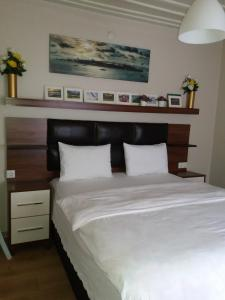 A bed or beds in a room at Camlik Apart Hotel