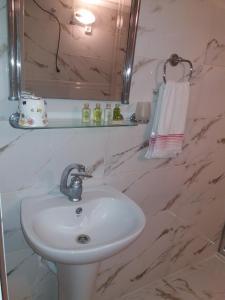 A bathroom at Camlik Apart Hotel