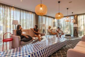 Clientes alojados en Topazio Mar Beach Hotel & Apartments