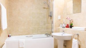 A bathroom at Muthu Clumber Park Hotel and Spa