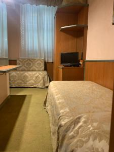 A bed or beds in a room at Hotel Villa Primavera