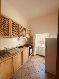 A kitchen or kitchenette at Aparthotel Palazzo PANTALEO