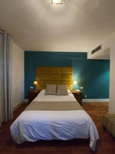 A bed or beds in a room at Hotel Don Gonzalo