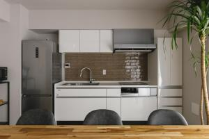 A kitchen or kitchenette at THREE - Vacation STAY 38688v