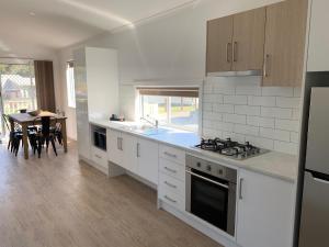 A kitchen or kitchenette at Venus Bay Beachfront Tourist Park South Australia