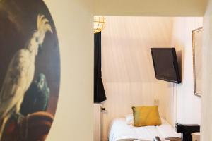 A bed or beds in a room at Hanze Hotel Zwolle