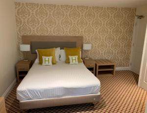 A bed or beds in a room at Haley's Hotel