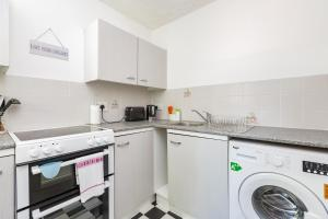 A kitchen or kitchenette at Clarence Suite