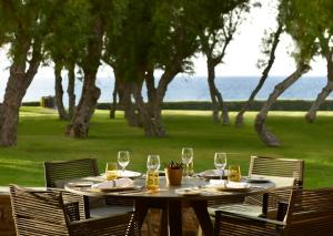 A restaurant or other place to eat at Neptune Hotel-Resort, Convention Centre & Spa