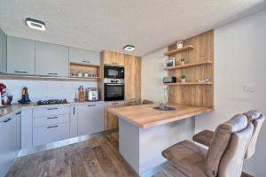 Cucina o angolo cottura di Apartments & Bungalows Ivanović