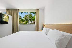 A bed or beds in a room at Hotel Areca