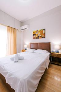 A bed or beds in a room at Hotel Cronos