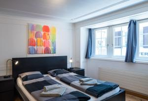 A bed or beds in a room at HITrental Niederdorf - Apartments