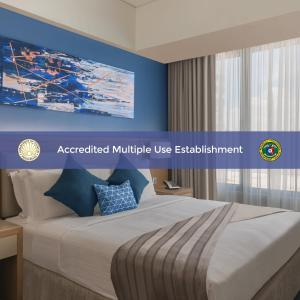 A bed or beds in a room at Citadines Bay City Manila - Multiple Use Hotel
