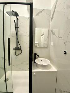 A bathroom at Apartment Aboukir 2