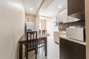 Кухня или мини-кухня в Апартаменты в Олимпийском Парке