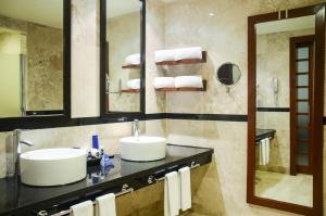 A bathroom at Grand Riviera Princess - All Inclusive