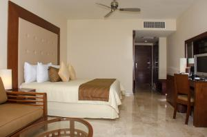 A bed or beds in a room at Grand Riviera Princess - All Inclusive