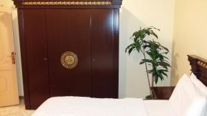 Cama ou camas em um quarto em Manazel Qurish Furnished Apartments