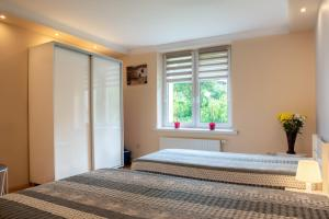 A bed or beds in a room at Apartament u Janka