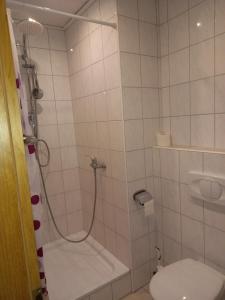 A bathroom at Haus Waldfrieden