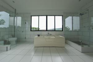 A bathroom at Casa Bela