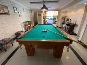 A billiards table at Princesa Isabel Pousada e Hotel – Dom Pedro