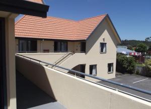 A balcony or terrace at Bella Vista Motel Greymouth