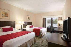 A bed or beds in a room at Ramada by Wyndham Newark/Wilmington