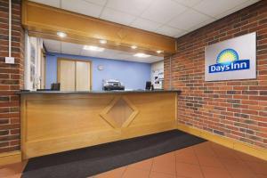 The lobby or reception area at Days Inn by Wyndham Sevenoaks Clacket Lane