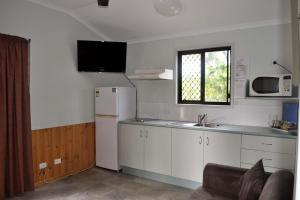 A kitchen or kitchenette at Ingenia Holidays Townsville