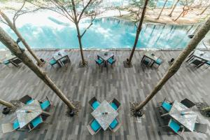 A restaurant or other place to eat at Courtyard by Marriott Bali Nusa Dua Resort